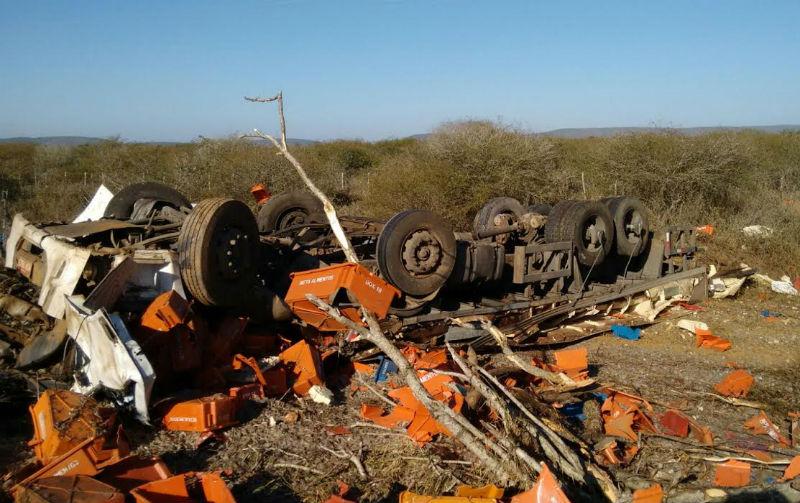 Caminhoneiro de Marataízes morre após batida com caminhão ...