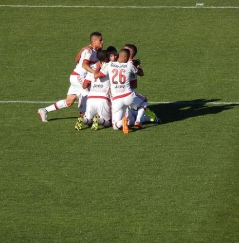 Flamengo vence a Chapecoense fora de casa e se mantém no G4 ...