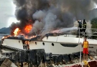 Lancha de R$ 11 milhões do 'Rei do Camarote' pega fogo no Guarujá
