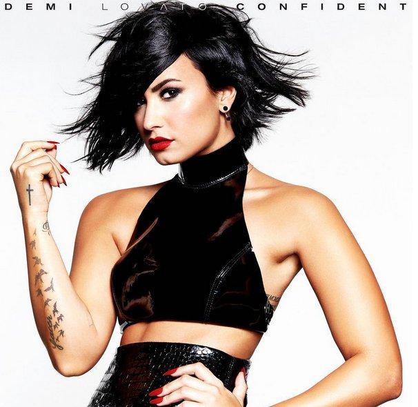 Demi Lovato exibe corpão em capa de novo single   Folha Vitória