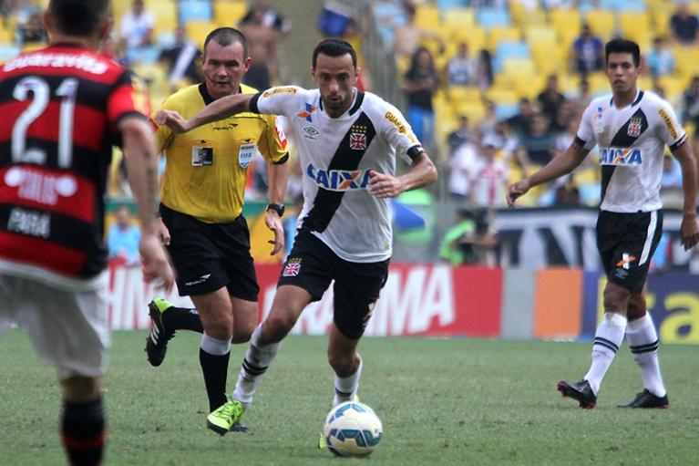 Vasco vence o Flamengo de virada e segue na luta contra o ...