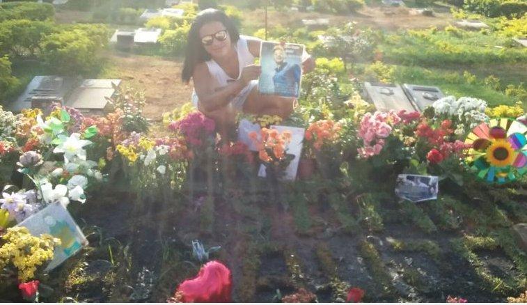 Fã se muda para Goiânia para visitar túmulo de Cristiano Araújo ...