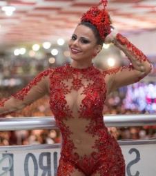 Viviane Araújo dança muito no Salgueiro