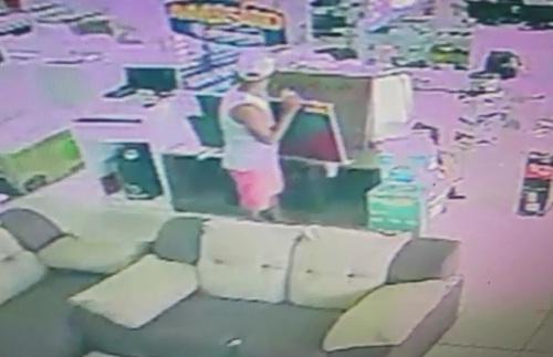 Casal suspeito de furtar televisão de 43 polegadas em loja de Vila ...