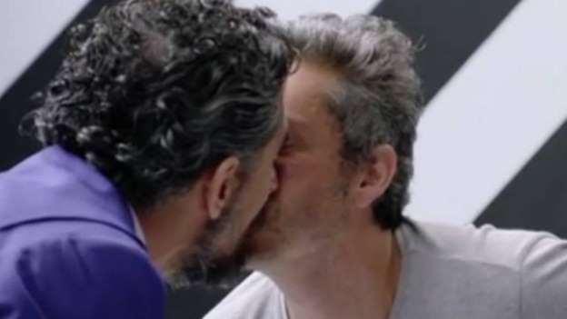 Ex- namorado de Bruna Linzmeyer e Alexandre Nero se beijam ...