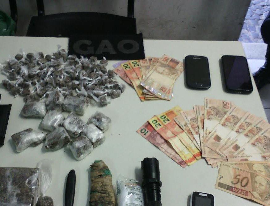 Drogas, dinheiro e jovens são apreendidos em barraco de tábua em ...