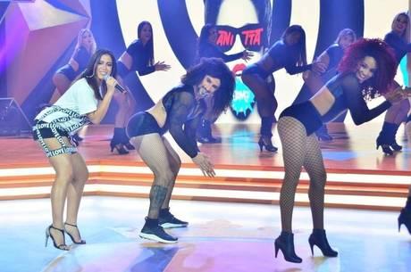 Marcos Mion dança Bang junto com Anitta no palco do Legendários ...