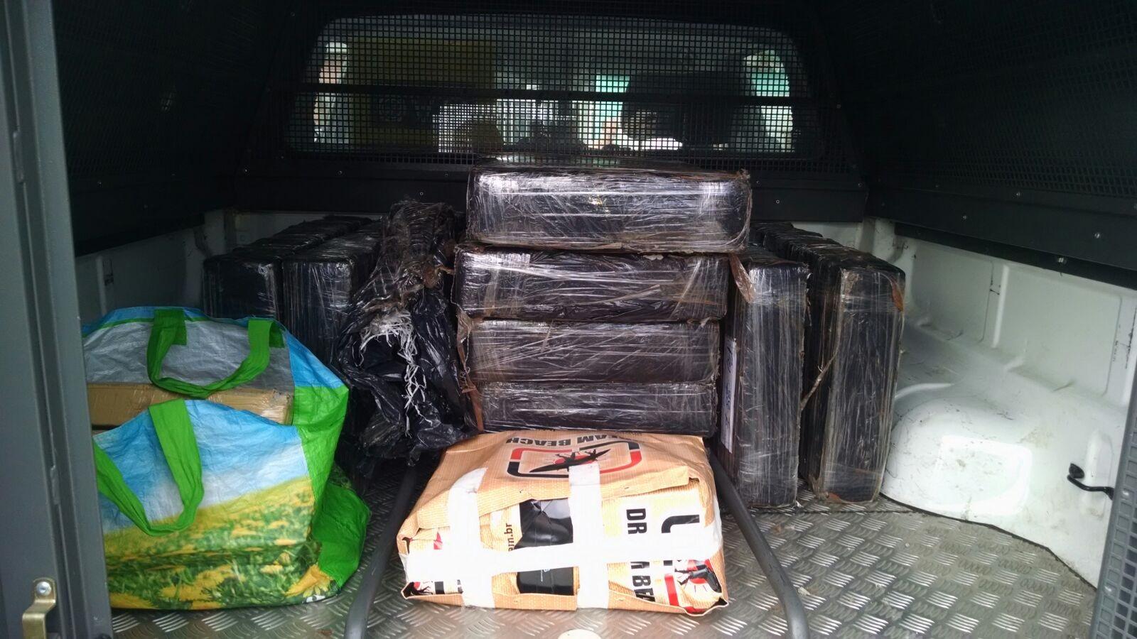 Polícia faz apreensão de cerca de 300 quilos de maconha na Serra ...