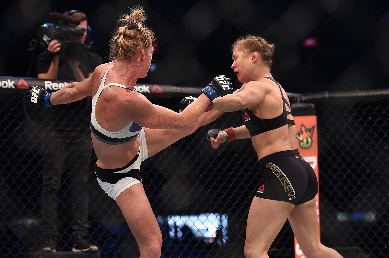 Com chute incrível, Holly Holm vence e acaba com reinado de ...