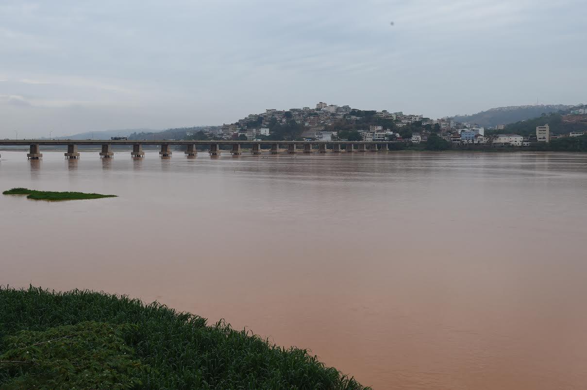 Rio Doce em Colatina já recebe lama proveniente das barragens de Mariana em MG
