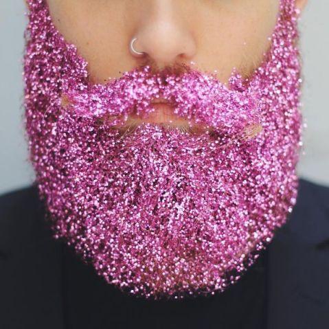 Enfeitar a barba com glitter é a nova tendência entre os homens ...