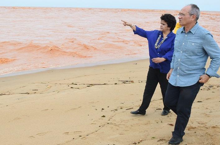 Ministra sobrevoa ' mar de lama' em Regência e anuncia novas ...