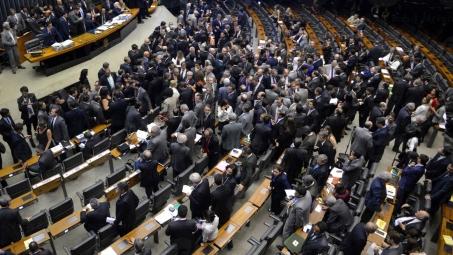 Comissão do impeachment encerra fase de discussão do parecer ...
