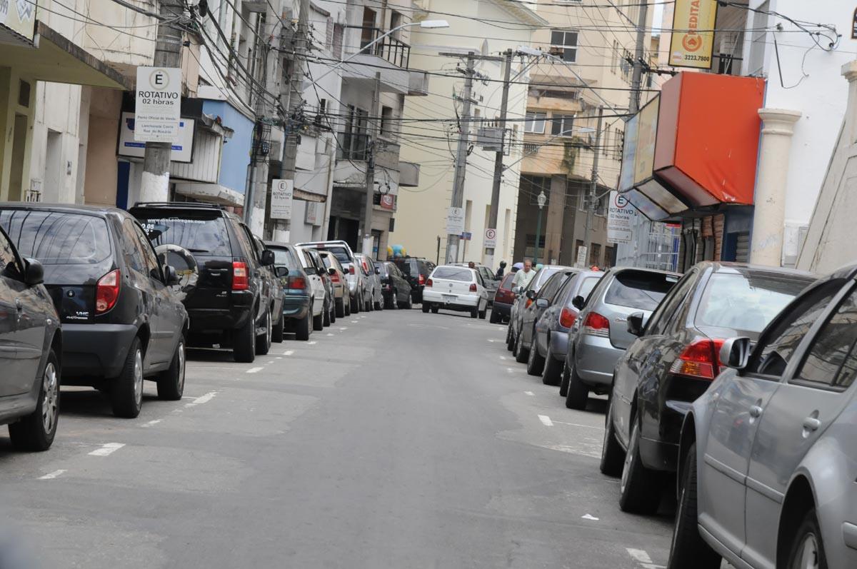 Cerca de 18 carros são roubados por dia na Grande Vitória | Folha ...
