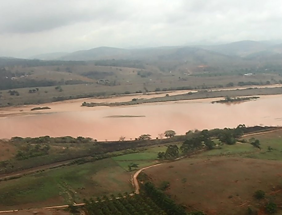 A devastação da mata ciliar prejudica o Rio Doce