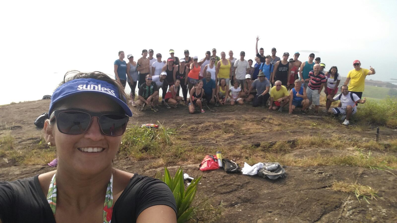 Um grupo de 44 veranistas experimentou a sensação de subir ao topo do Monte Aghá, em Itapemirim.