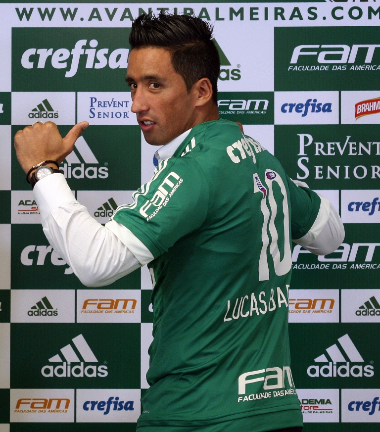 Alecsandro é elogiado por treinador após gol na estreia
