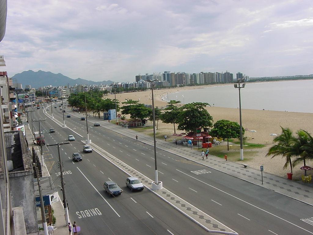 Novo teste reprova balneabilidade e Praia de Camburi continua ...