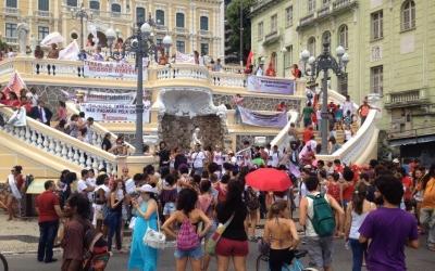 Após negociação, manifestantes desocupam sede do Palácio ...