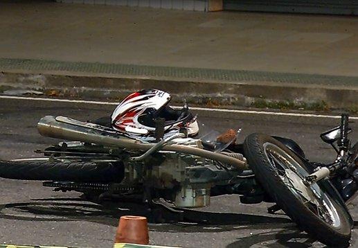 Motociclista morre e esposa fica ferida em grave acidente em Vitória ...