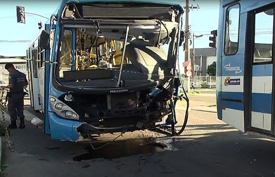Grave acidente entre dois ônibus deixa feridos em Cariacica | Folha ...
