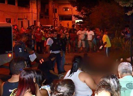 Jovem é assassinado com dez tiros no meio da rua em Vila Velha ...