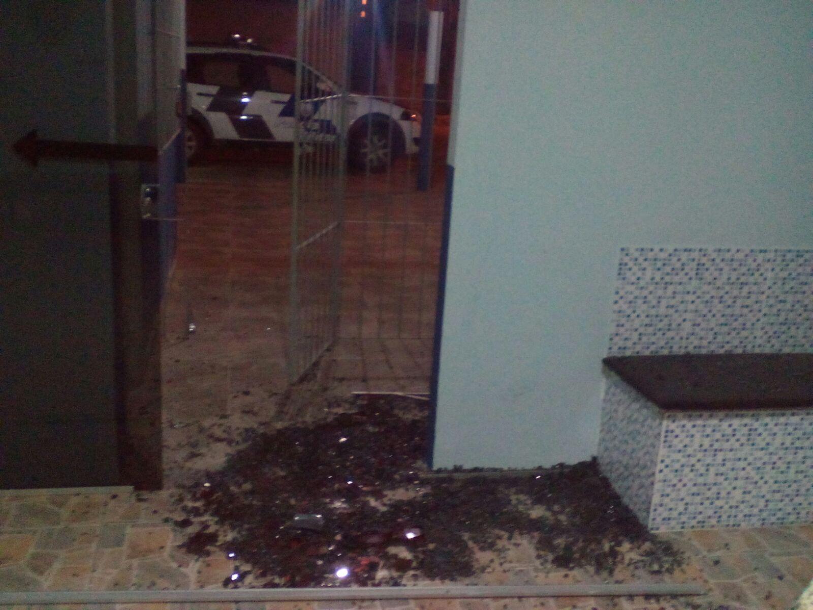 Explosivo destrói porta de Destacamento da Polícia Militar no norte ...