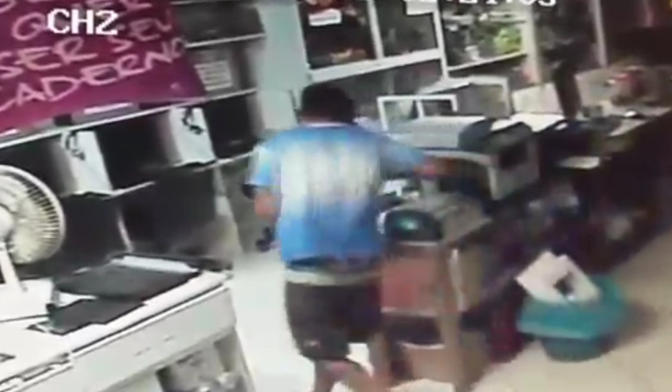 Suspeitos bebem até refrigerante durante assalto a lan house em VV