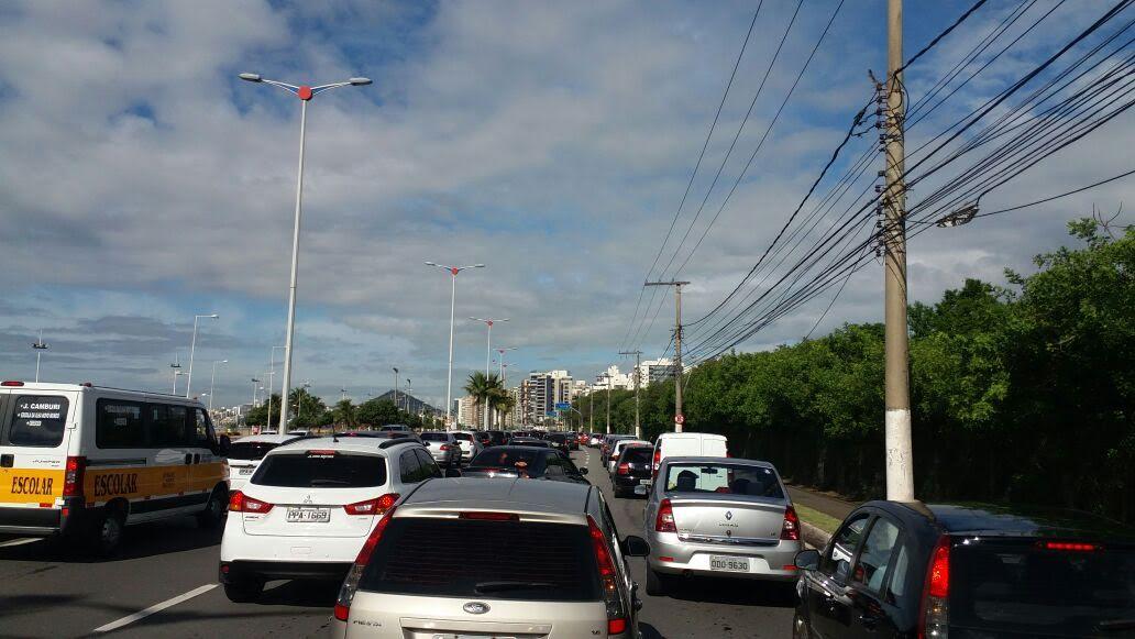 Manifestação deixa trânsito complicado em Vitória | Folha Vitória