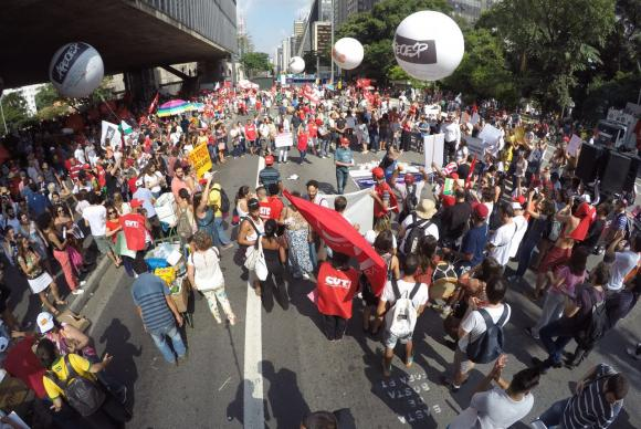 Manifestação pró-Dilma acontece em Vitória e em vários estados do ...
