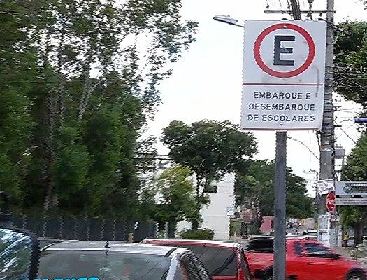 Mãe e filha são sequestradas na porta de creche na Serra | Folha ...