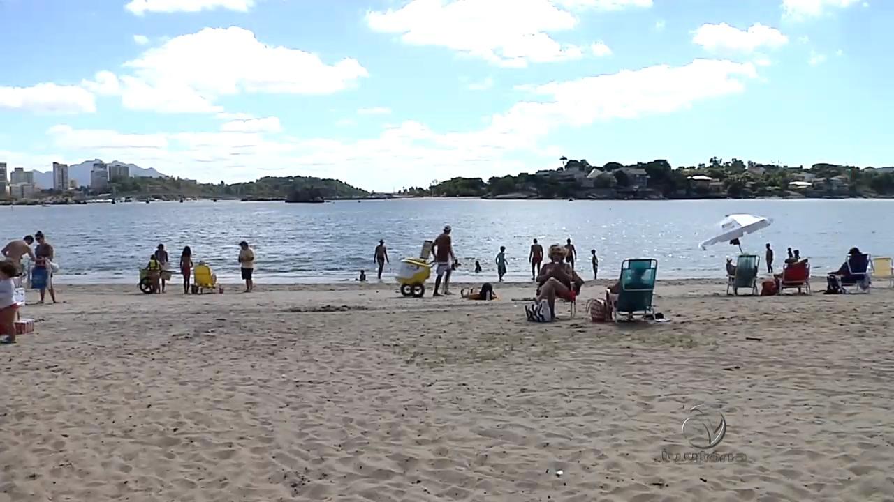 Capixabas aproveitam o fim do feriadão na praia | Folha Vitória