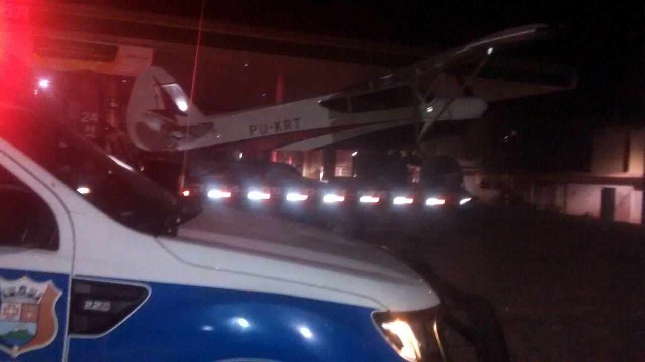 Avião faz pouso forçado na praia em Ponta da Fruta | Folha Vitória