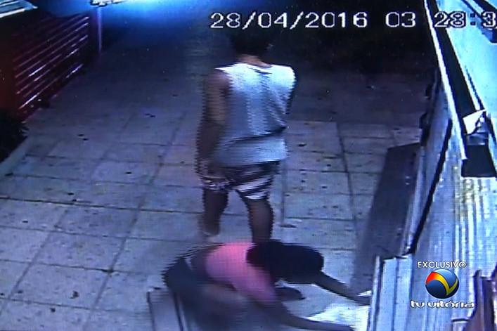 Banca é assaltada e suspeitos levam R$ 4 mil em cigarro na Praia ...