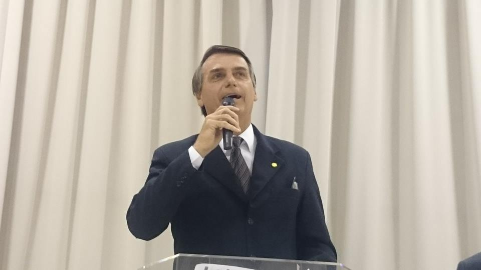 Bate-boca entre Bolsonaro e estudante causa tumulto durante ...