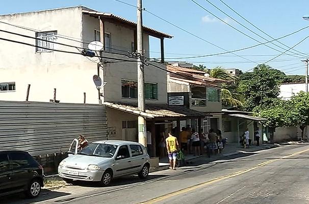 Comerciante é morto na frente da mulher e dos filhos em Vila Velha ...