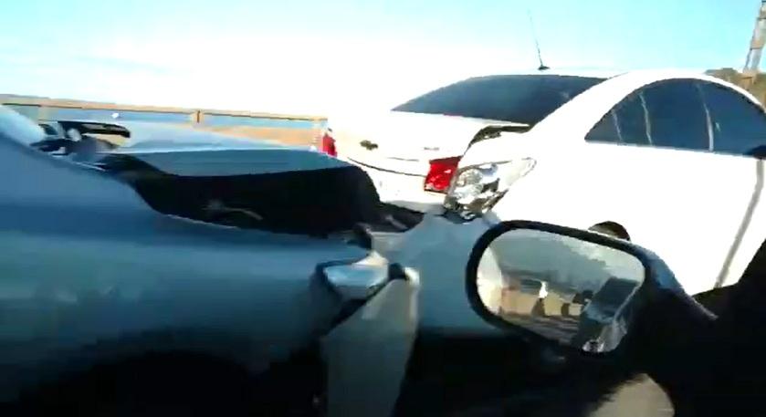 Engavetamento de quatro carros complica o trânsito na Terceira Ponte