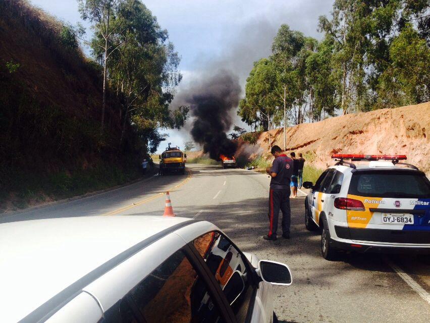 Motorista escapa de veículo em chamas em rodovia de Itapemirim ...