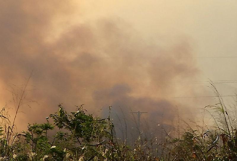 Fumaça de incêndio em vegetação na Serra incomoda moradores ...