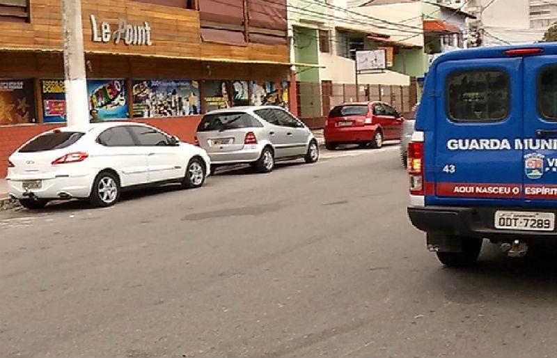 Bandido rouba caminhonete em Vila Velha e passa por cima de ...