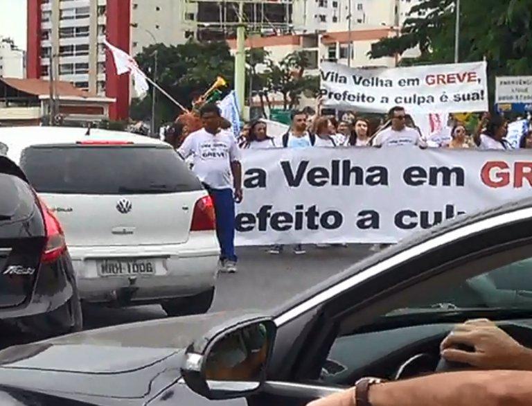 Servidores de Vila Velha protestam e deixam o trânsito ...