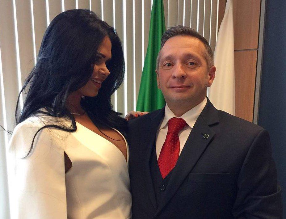 Vitoria alves a esposa liberal mais gostosa de blumenau sc dando para amigo enquanto corno filma httppornoamadoresonline - 2 9