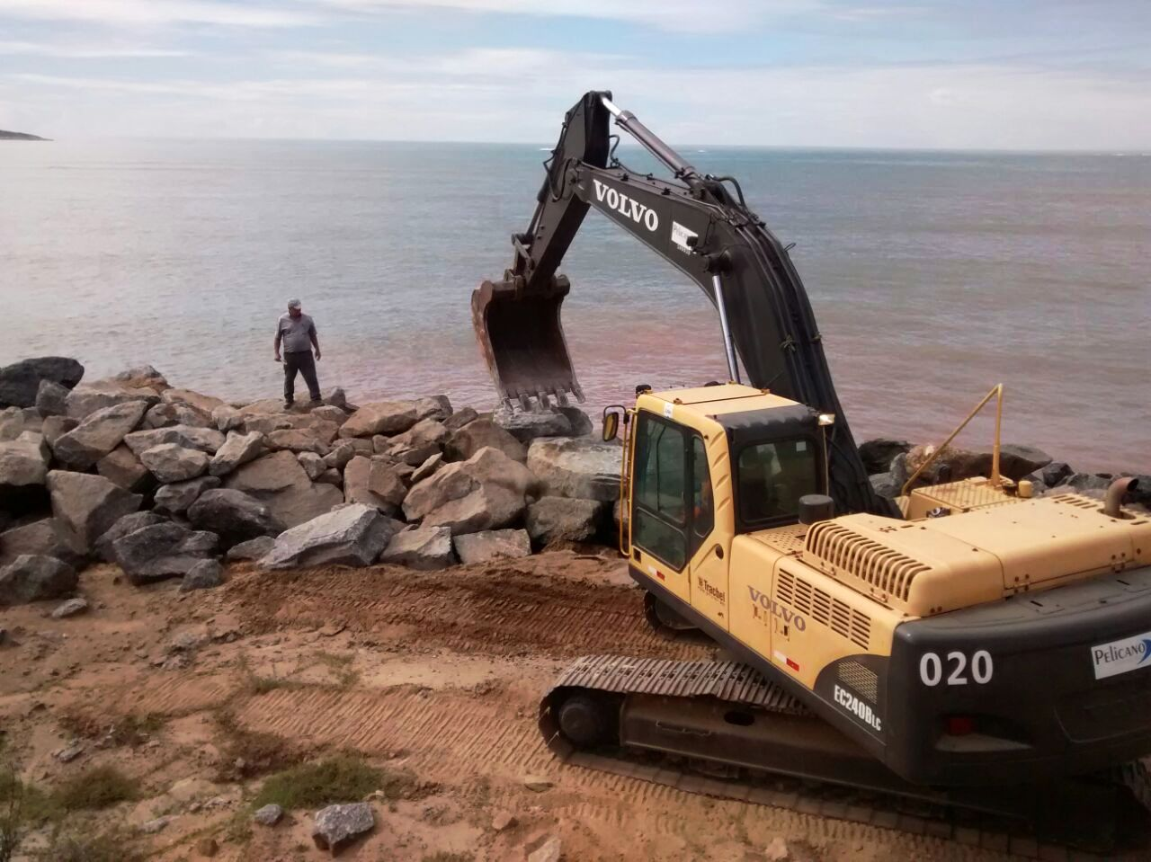 DER-ES deu início a obras para conter o mar na ES 060, entre Meaípe e Anchieta
