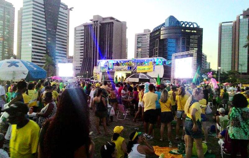Atos pró e contra impeachment reúnem 2,5 mil pessoas em Vitória e ...