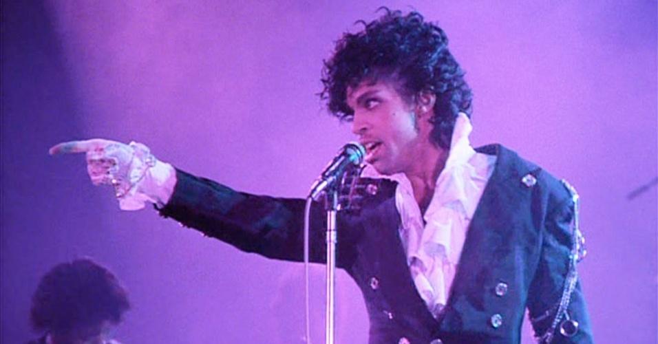 Cantora britânica acusa comediante de fornecer drogas a Prince ...