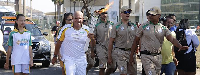 Tocha Olímpica percorre as ruas da capital capixaba