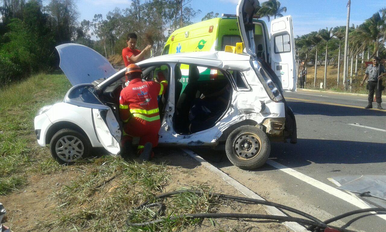 Acidente envolvendo carro- forte deixa três pessoas feridas em Vila ...