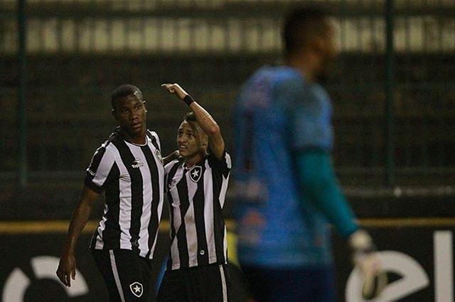 Diante de 377 torcedores, Botafogo vence Juazeirense e avança na ...