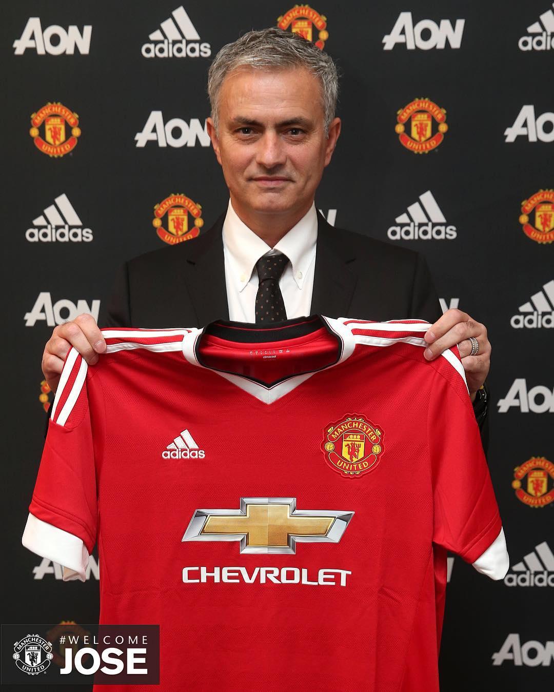 Manchester United confirma contratação do técnico José Mourinho ...