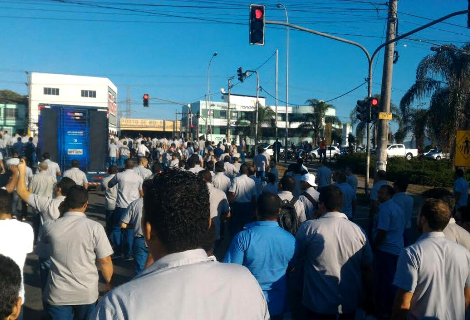 Manifestação de funcionários deixa trânsito complicado na Serra ...